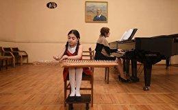 Девятилетняя Мэри Мусинян рассказала о своем увлечении игрой на старинном армянском инструменте - каноне