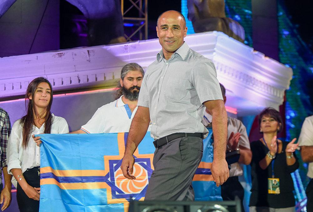 Артур Абрахам на церемонии закрытия Шестых Панармянских игр