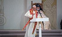 Экуменическая церемония и совместная молитва за мир Папы Римского и Католикоса Гарегина II на площади Республики