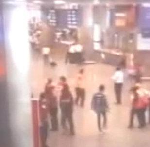 СПУТНИК_Взрывы в аэропорту Стамбула. Съемка камер слежения