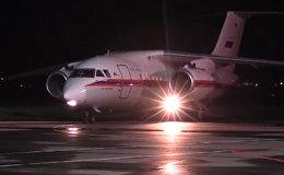 СПУТНИК_Ан-148 доставил в Ереван застрявших на Военно-Грузинской дороге. Съемка МЧС РФ