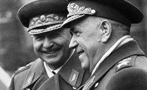 Маршалы Советского Союза Георгий  Жуков (справа) и Иван Баграмян (слева)