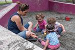 Парк влюбленных. Мама с детьми