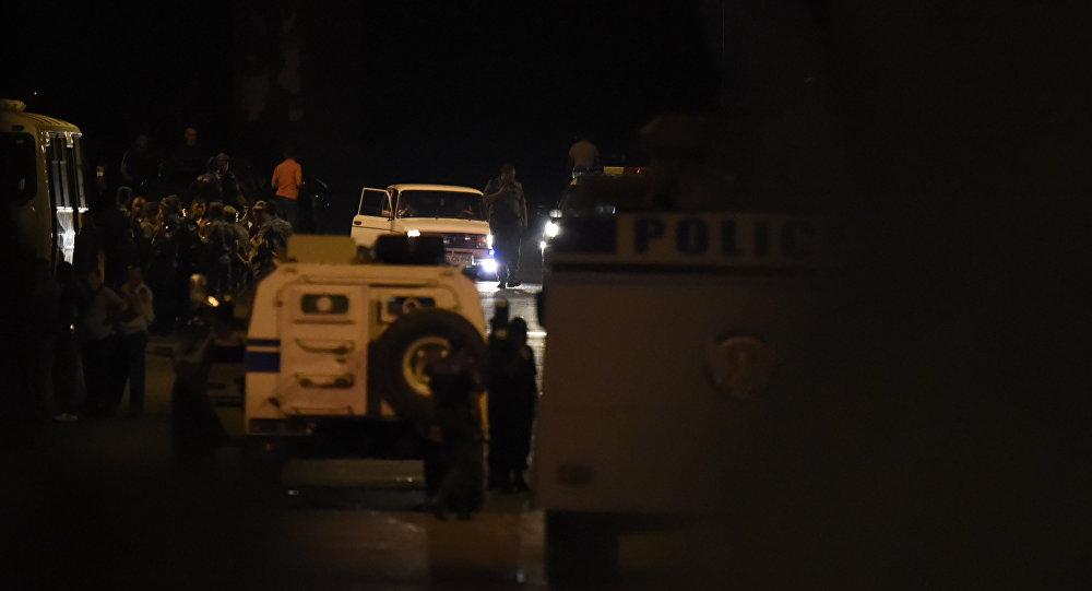Ситуация на месте захвата здания полиции в Ереване