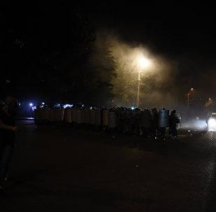 Столкновение полиции и демонстрантов в Ереване
