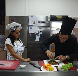 В гостях у шеф-повара: Как приготовить салат с рукколой и спагетти по-японски