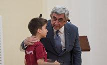 Президент Армении Серж Саргсян принял детей отличившихся на международных олимпиадах