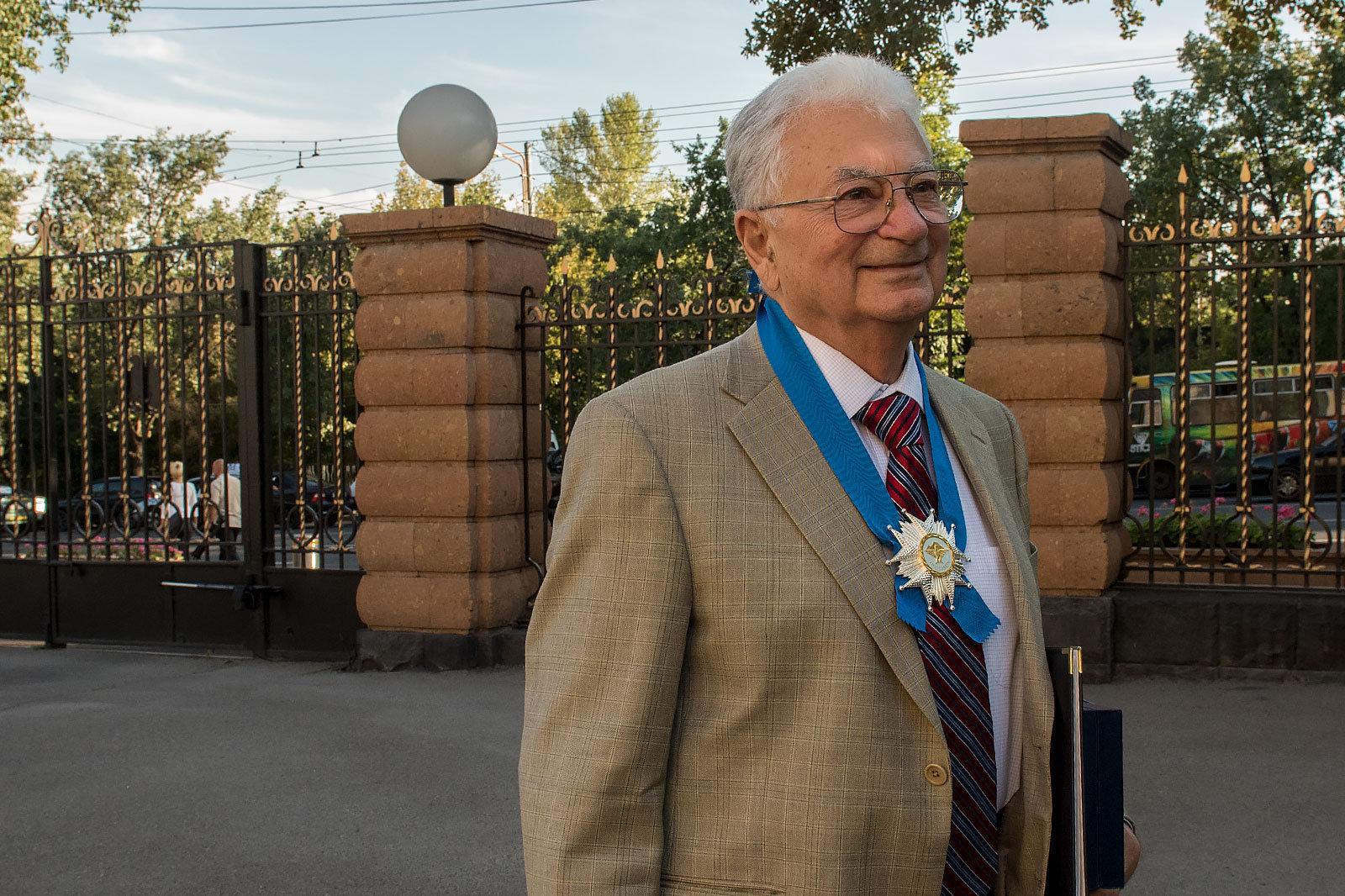 Церемония награждения по случаю 25-й годовщины Независимости Республики Армения в резиденции Президента. Юрий Ованнисян