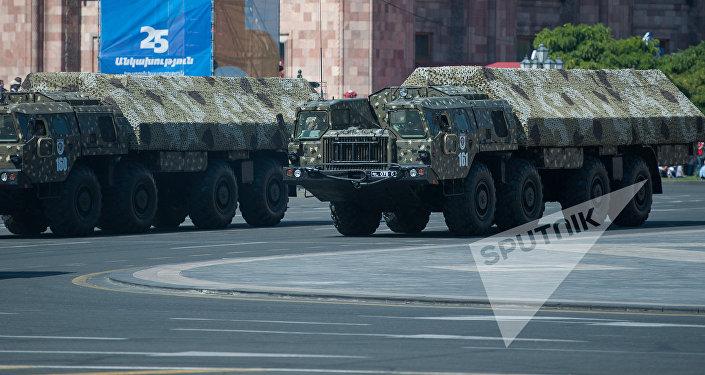 ОТРК Искандер на параде в Ереване