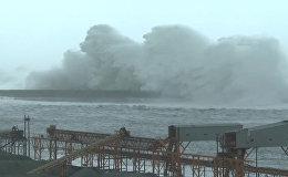 Спутник_Многометровые волны и затопленные улицы – буйство тайфуна Меги на Тайване