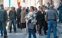 Акция правозащитников животных у правительства РА с требованием решения проблемы бездомных собак