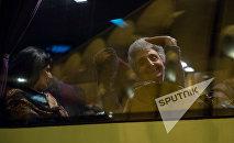Виген Саргсян и Тарон Маргарян провожают родителей военнослужащих в воинские части