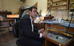 Армянские мастера создают уникальные украшения из карандашей