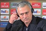 Главный тренер Манчестер Юнайтед Жозе Моуриньо  отвечает на вопрос про Генриха Мхитаряна