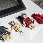В александропольском приюте дети изготавливали куклы из своей одежды и волос.