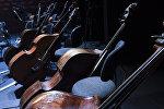 Музыкальные инструменты на сцене