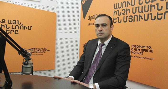 Камсар Бабинян в гостях у радио Sputnik Армения