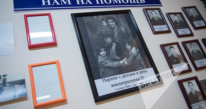 Музей гражданской авиации Армении. Памятная доска землетрясения 1988 года
