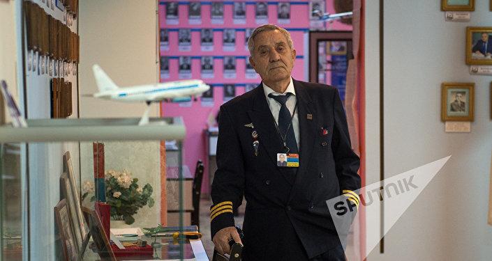 Основатель музея гражданской авиации Армении Размик Гаспарян