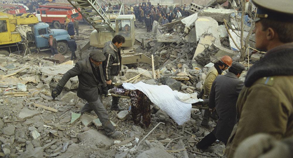 Жертвы землетрясения в Армении