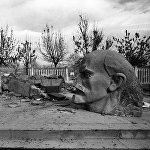 Разрушенный землетрясением памятник В.И. Ленину