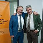 Кудзаев и Мирзоян на фоне баннера Sputnik Армения.