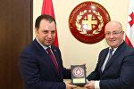 Министр обороны Армении Виген Саргсян и министр обороны Грузии Леван Изория