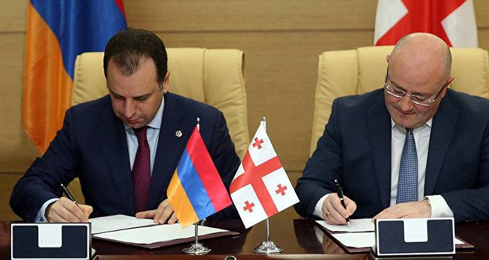 Министр обороны Армении встретился спремьер-министром Грузии