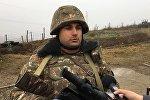 Стоящие на границе солдаты желают всем мира