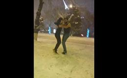 Группа лиц исполнила бачату под снегом в Ереване