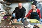 В гостях у шеф-повара: как приготовить Рождественскую рыбу и Анушапур