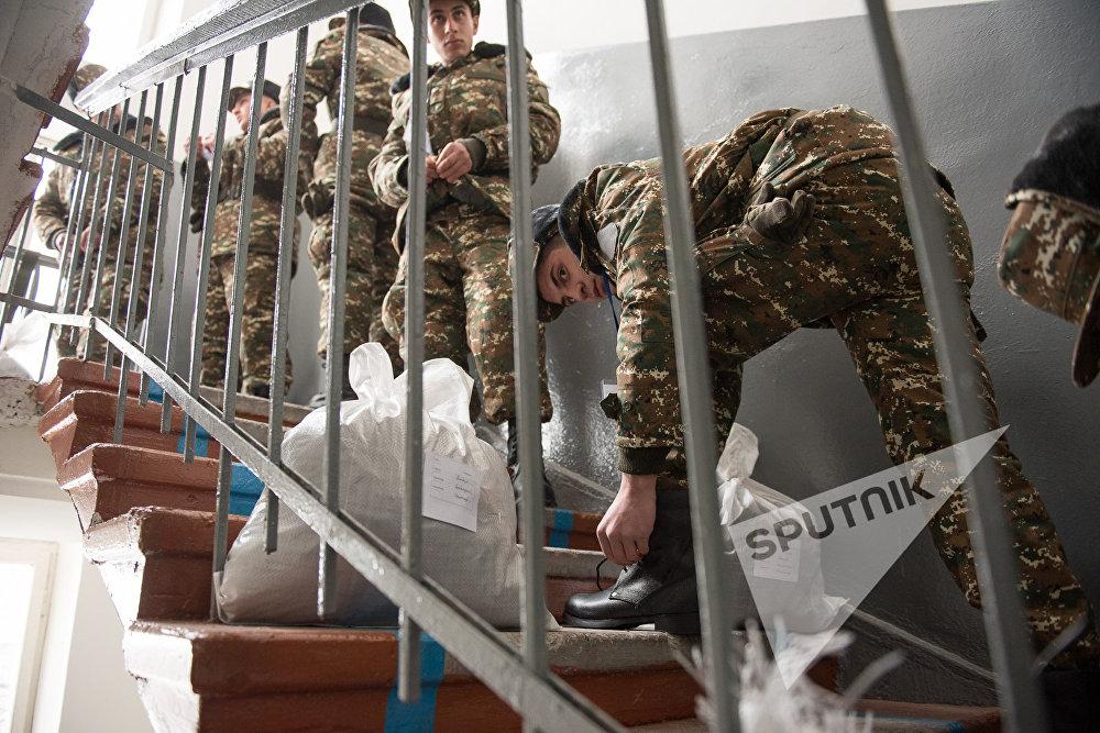 Призывники получили военное обмундирование, 2017, Ереван