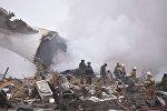 Спасатели работают на месте падения боинга под Бишкеком