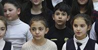 Маленькие патриоты поздравляют с годовщиной армянской армии песней Вперед!