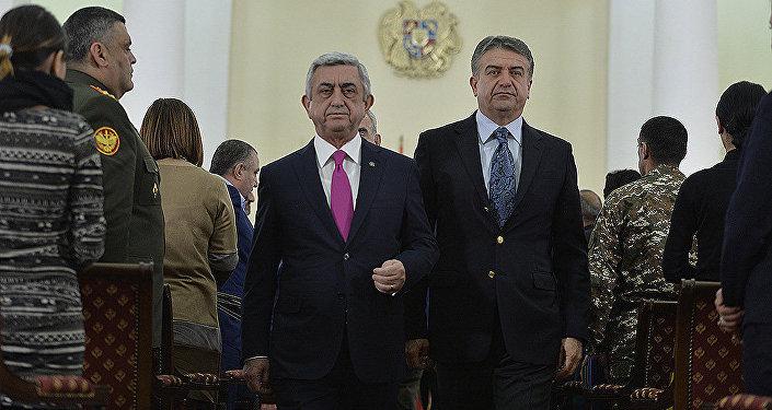 В связи с 25-летней годовщиной создания Армянской армии Президент РА Серж Саргсян наградил почти две сотни военнослужащих и ополченцев высшими наградами РА, орденами и медалями и присвоил также высокие воинские звания