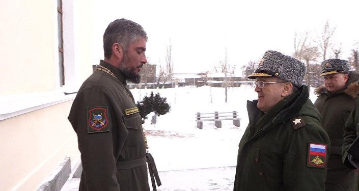 Первый замминистра обороны РФ Руслан Цаликов посетил гарнизонный храм 102-й российской военной базы в Гюмри
