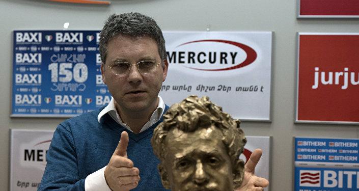 Скульптор бюста Левона Ароняна Бертран Фрейслебен