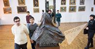 Школьники в Национальной картинной галерее Армении