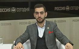 Роман Халафян показал несколько фокусов во время пресс-конференции