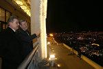 Премьер-министры Армении и Грузии Карен Карапетян и Георгий Квирикашвили любуются вечерним Тбилиси