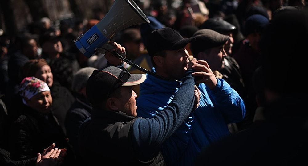 ВКыргызстане идут протесты против задержания депутата Текебаева