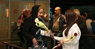 Мэрия Еревана преподнесла подарки женщинам в аэропорту Звартноц