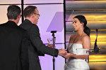 Ким Кардашьян вручила награду создателю шоу Реальный мир Джонатану Мюррэю и его бойфренду Харви Ризу
