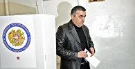 Армен Рустамян проголосовал на выборах в НС РА