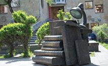 Памятник книгам в Ереване