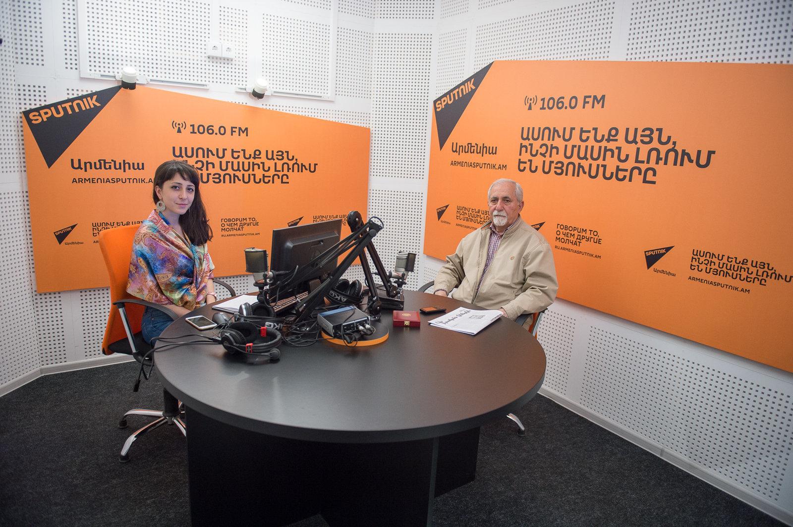 Роберт Мирзоян в гостях у радио Sputnik Армения