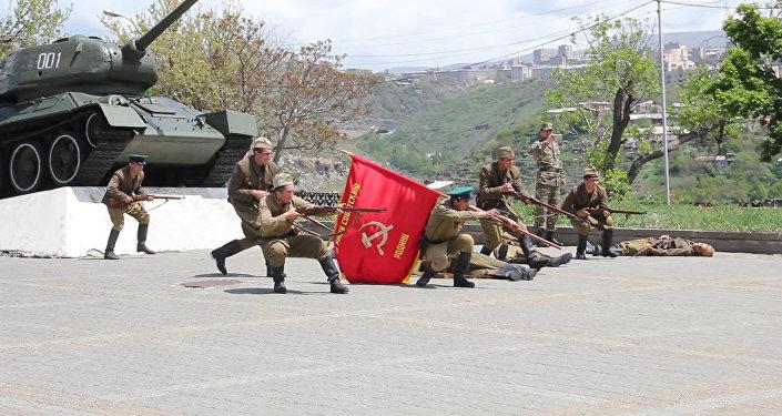 Историческая реконструкция одного из боев 89-й Армянской Таманской стрелковой дивизии времен Великой Отечественной войны в Парке Победы