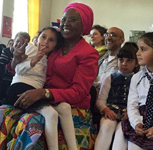 Лауреаты премии Аврора-2016 Том Катина и Маргарет Баранкице посетили детский дом Трчунян в Гюмри