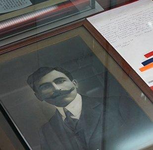Представитель власти Первой Республики Армения ходил на работу в поношенной одежде