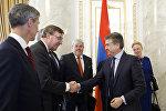Карен Карапетян обсудил со спецпосланиками ЕС вопрос взаимодействия Армения-ЕС